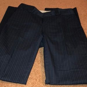GAP CURVEY SLACKS